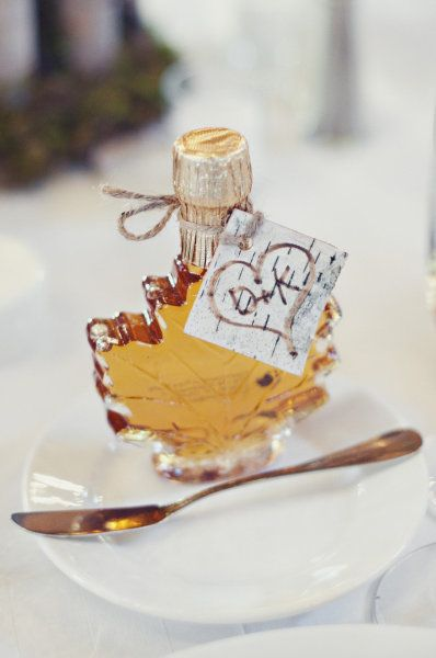 Homemade maple syrup can make the perfect favor for your fall wedding.