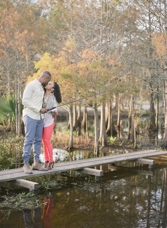 10 Fall Engagement Photos that will Inspire You