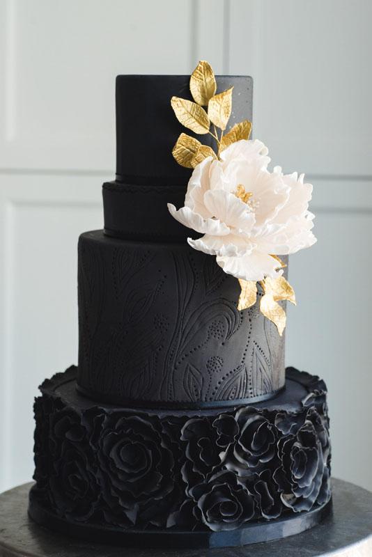 Dulce Couture Dramatic Black Wedding Cake