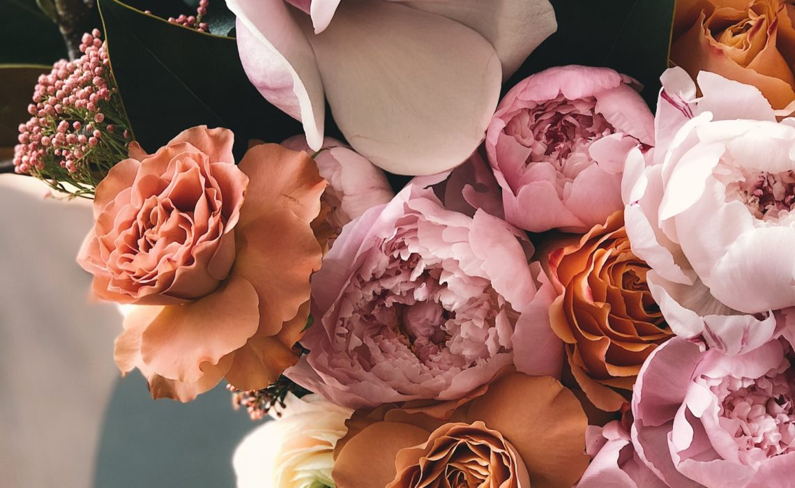 Choosing Flowers for Your Cake