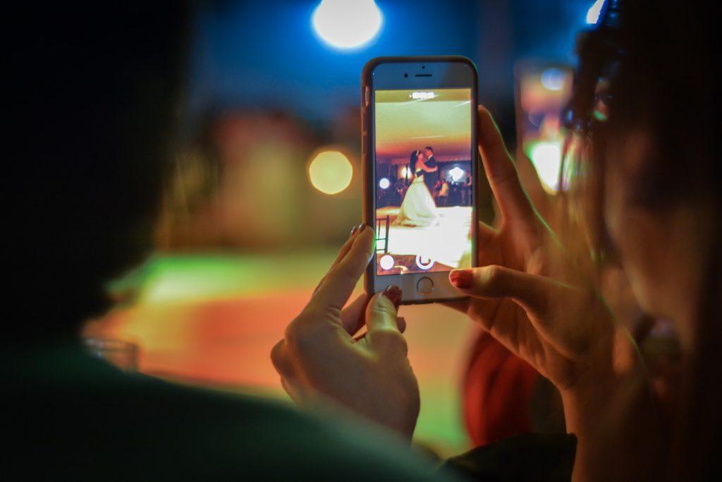communicate your unplugged wedding