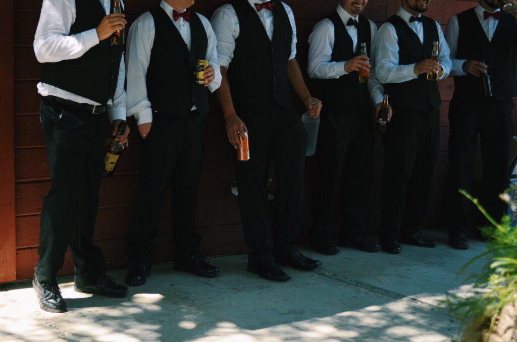 best man duties keep groomsmen on schedule
