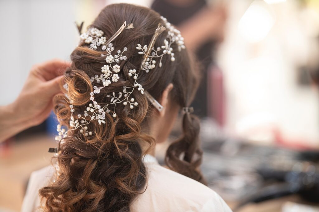 choose the right bridal hair accessories and consider your hair type
