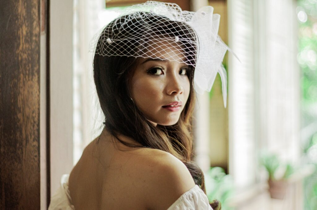 choose the right bridal hair accessories and consider your dress